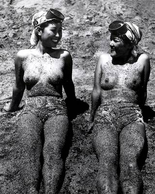 dirty nude girls after diving for pearls