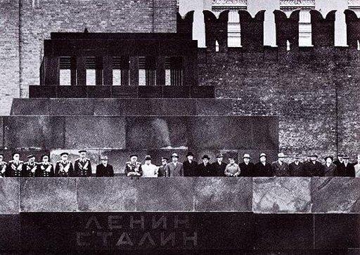 vintage kremlinology source photo