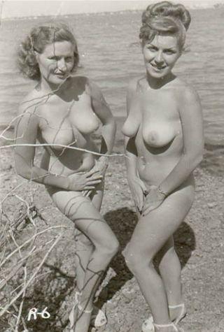 sunworshipping nude women