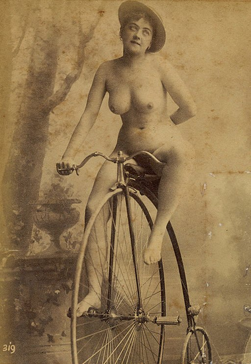 nude-on-bicycle