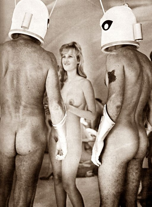 nude women greets two helmeted nude spacemen