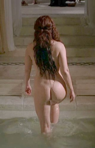 taking a bath with polly walker and her big round pretty ass