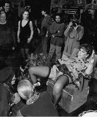 annie sprinkle shows her cervix as performance art