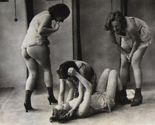four girls cat fight women dormitory shower room