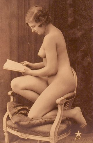 pretty nude with a book