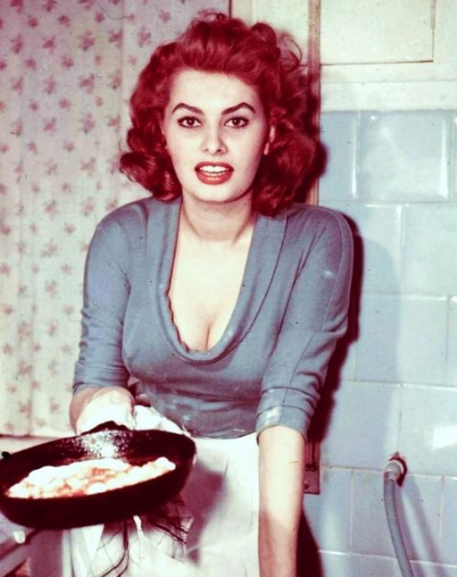 sophia loren frying eggs