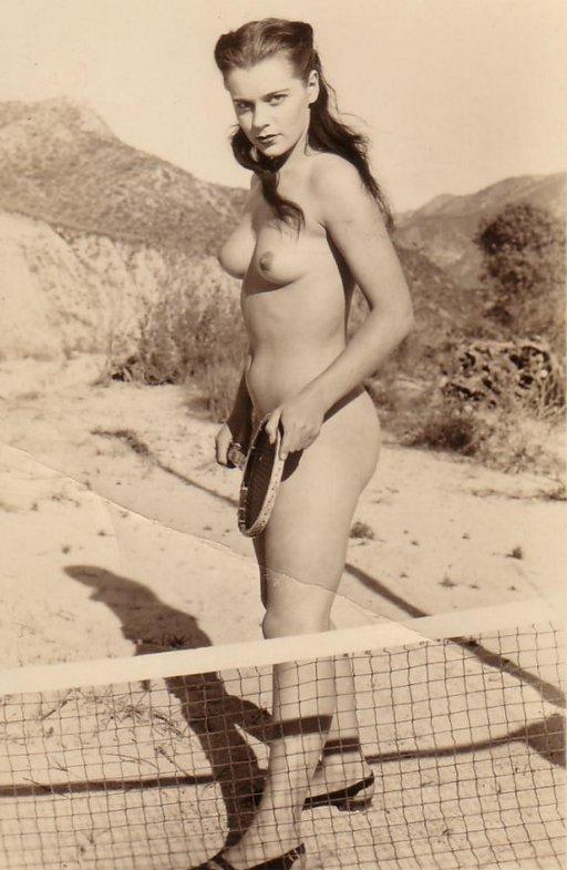 topless-tennis-02