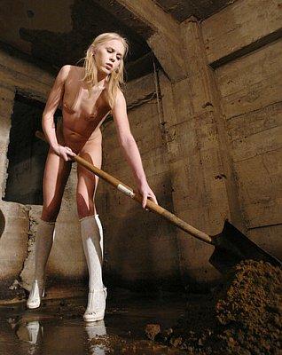 naked slavegirl shovels dirt