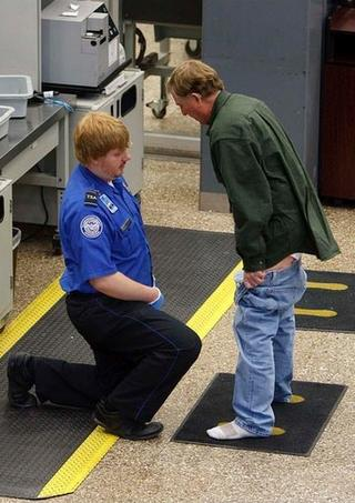 man showing his junk to the TSA