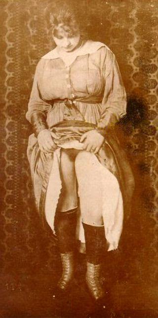 vintage erotica pussy flashing